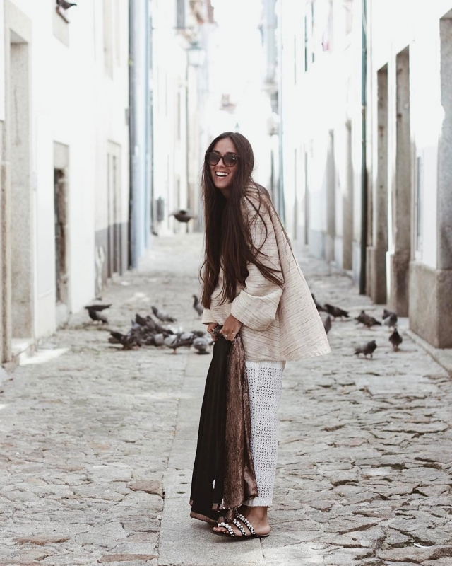 surrounded by doves  ootd lookdodia Read More rarr